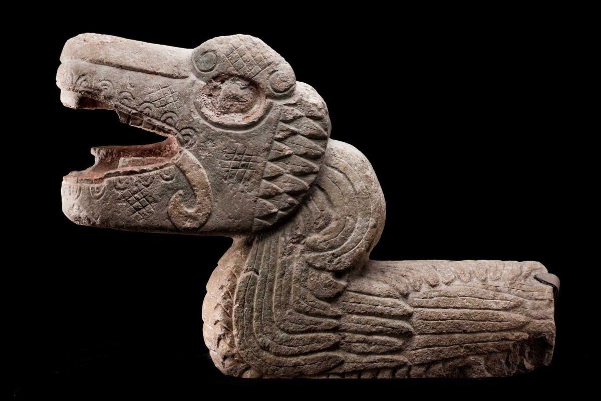 Escultura de serpiente emplumada at National Museum of Anthropology in Mexico City