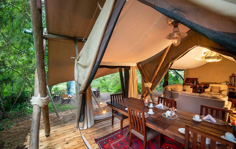 Mara Toto Camp Bedroom