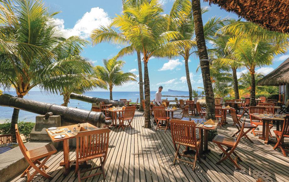 Canonnier Beachcomber Golf Resort & Spa Dining Area