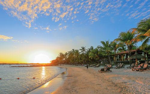 Mauricia Beachcomber Resort & Spa Beach